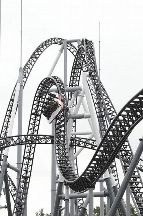 Takabisha, the World's Steepest Roller Coaster (14 pics + 1 video)