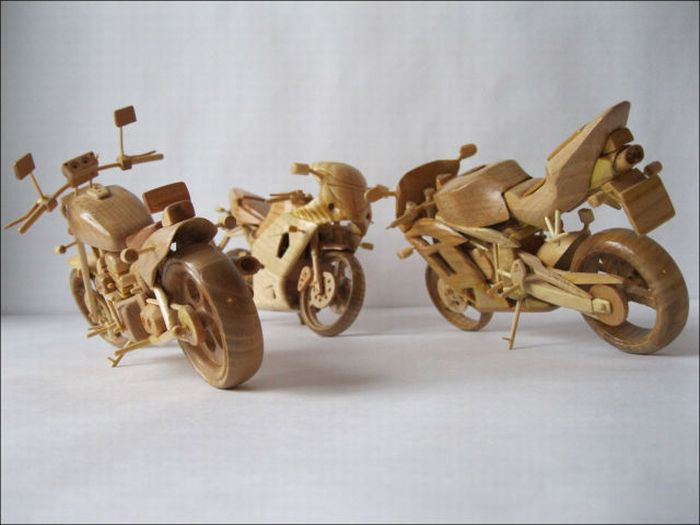 Wooden Miniature Motorcycles (13 pics)