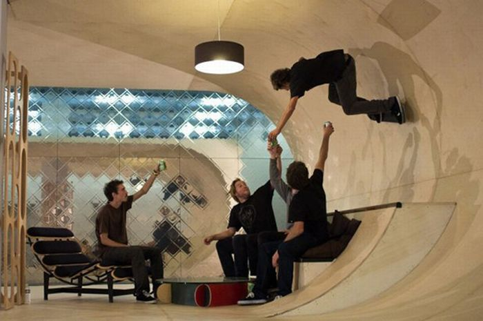 Room for a Skater (7 pics)