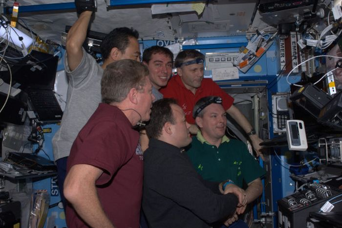 TwitPics From Space Shuttle Atlantis (13 pics)