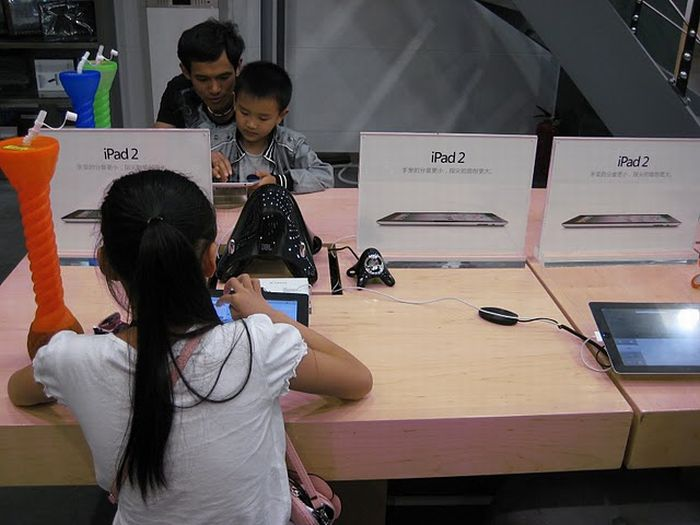 Fake Apple Store spotted in China (9 pics)