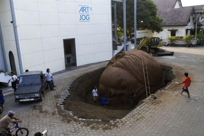 Giant Head (5 pics)