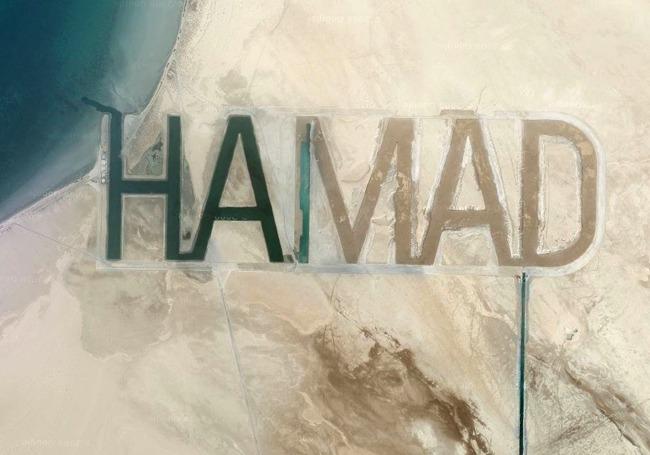 Abu Dhabi Oil Sheikh Writes His Name In The Sand (6 pics)