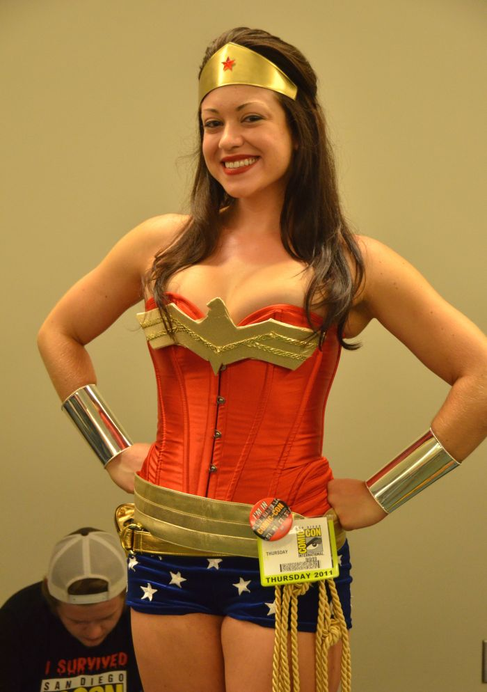Sexy Cosplay Girls at Comic Con 2011 (23 pics)
