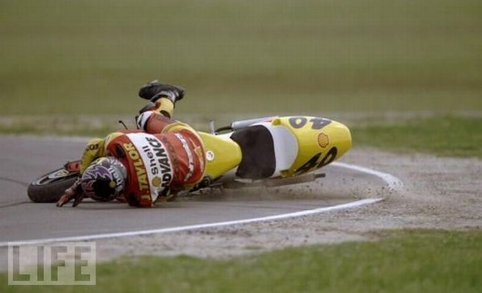 Motorcycle Crashes (22 pics)