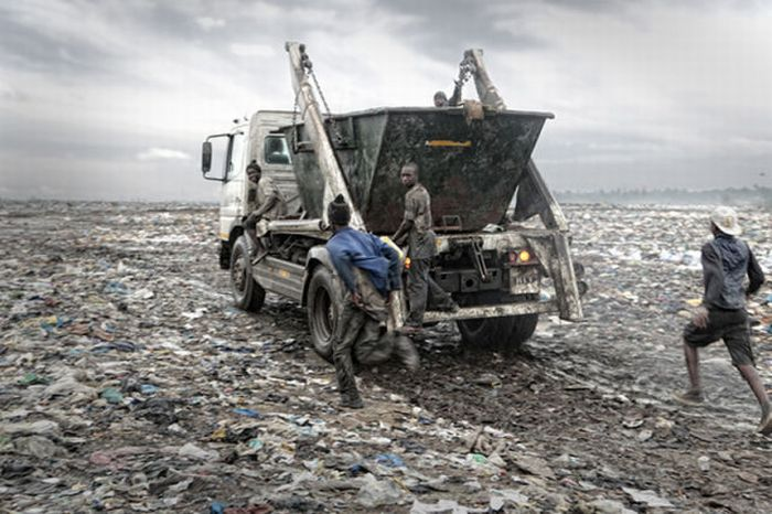 Hell on Earth. Mozambique Trash Dump (18 pics)