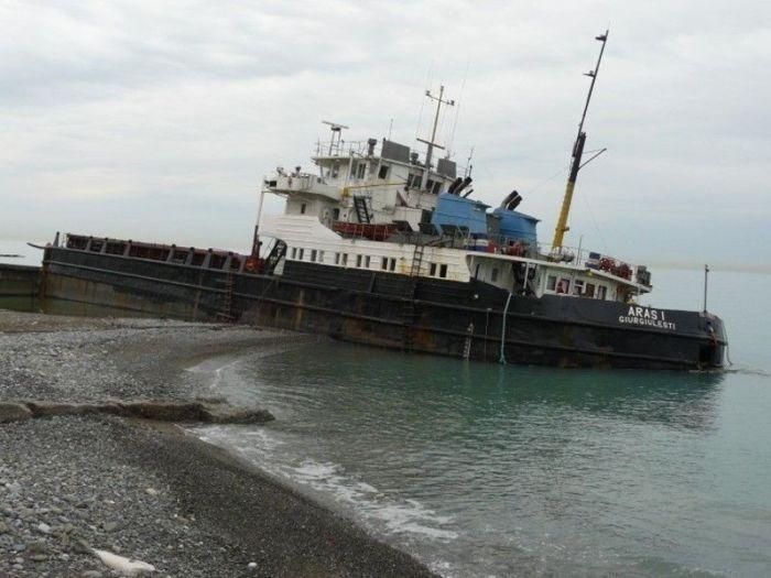 Cargo Ship Accidents (24 pics)