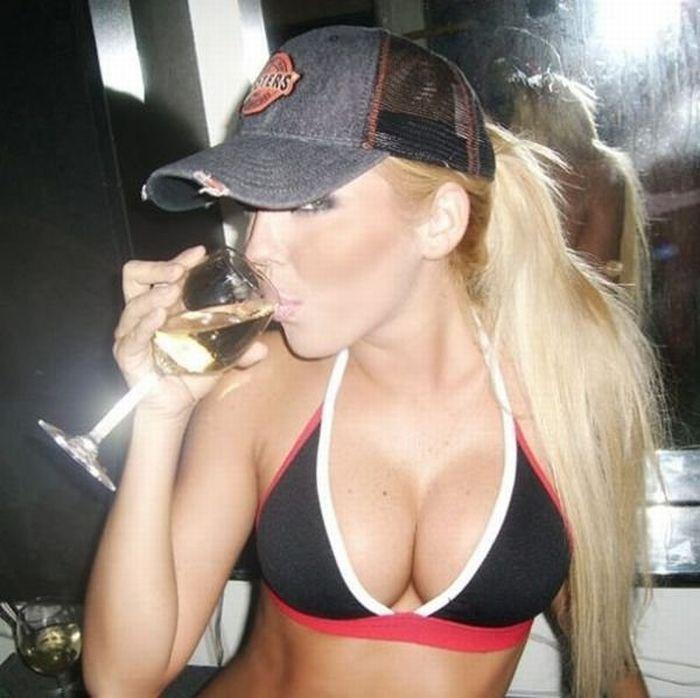 Hot Bikini Girls of Facebook (29 pics)