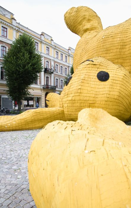 The Big Yellow Rabbit (8 pics)