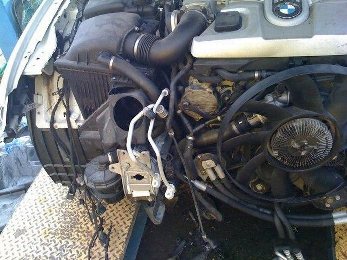 BMW Repair (21 pics)