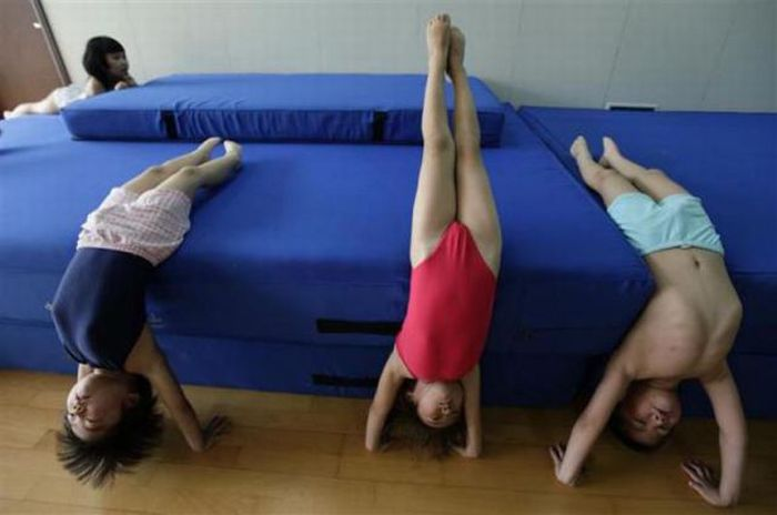 Chinese Kids Learning How to Swim (18 pics)
