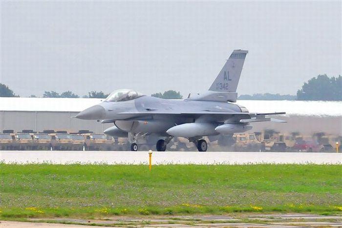 Kecelakaan Pendaratan Pesawat Tempur F16 Alabama Air National Guard