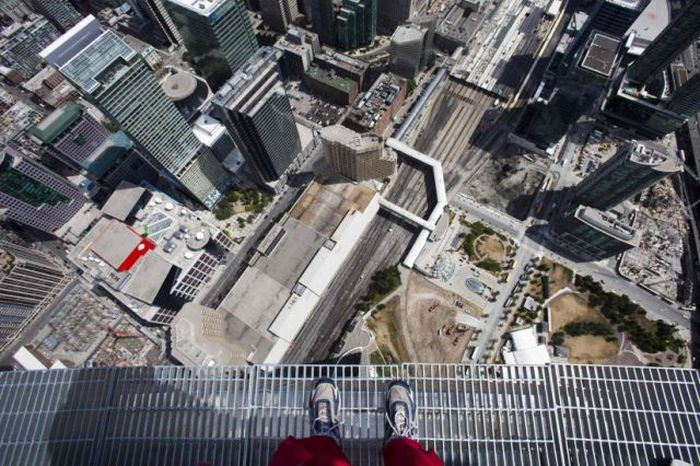 CN Tower EdgeWalk (13 pics + 1 video)