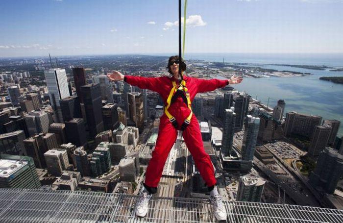 CN Tower EdgeWalk (13 pics + 1 video)