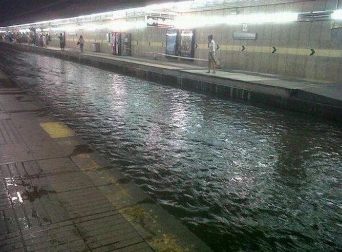 Flooded Barcelona Subway Station (2 pics + 1 video)