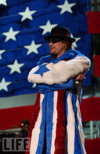 Using American Flag (25 pics)