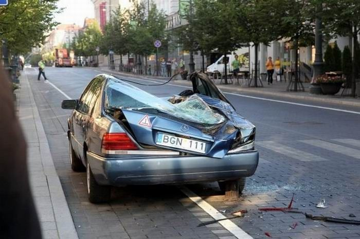 This Is How They Fight Illegal Parking in Lithuania (4 pics + video)