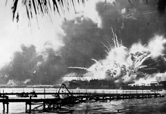 Rare Photos of Attack on Pearl Harbor (37 pics)