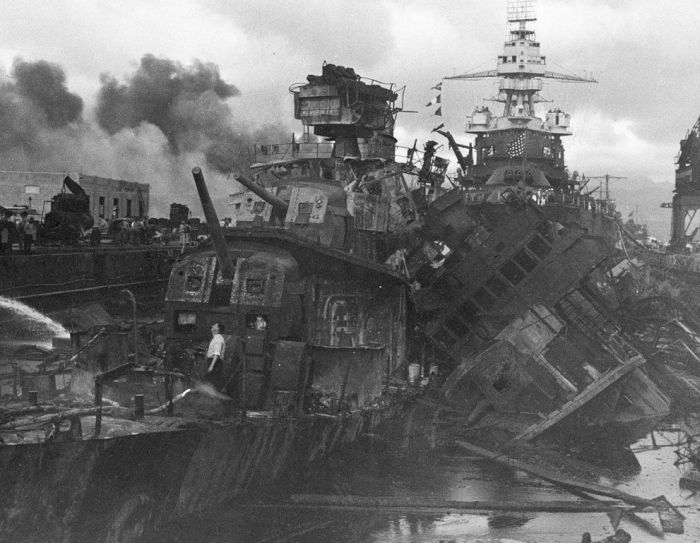 Rare Photos of Attack on Pearl Harbor (37 pics)