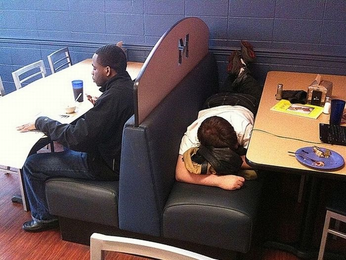 Best Places To Fall Asleep At College (15 pics)