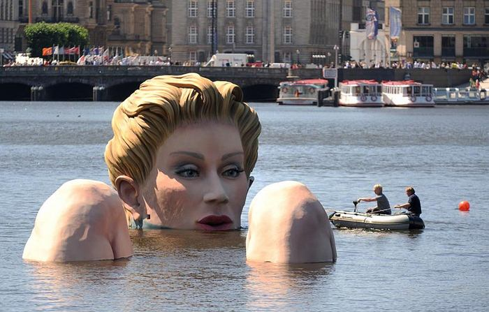Hamburg Water Woman (11 pics)