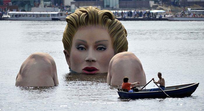 Hamburg Water Woman (11 pics)