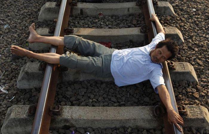 Railroad Tracks Therapy (17 pics)