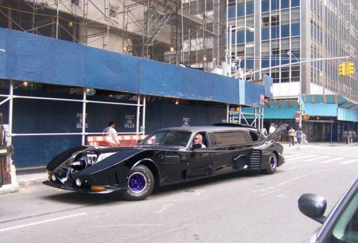Batmobile Limousine (5 pics + video)