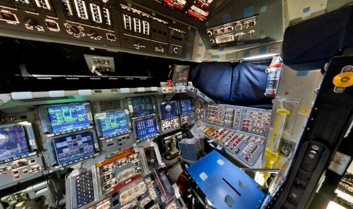 Inside the Space Shuttle Discovery's Cockpit (flash)
