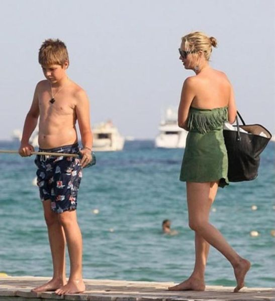 Kate Moss vs Boy (6 pics)