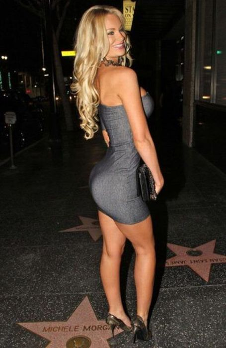Hot Girls in Tight Dresses (30 pics)