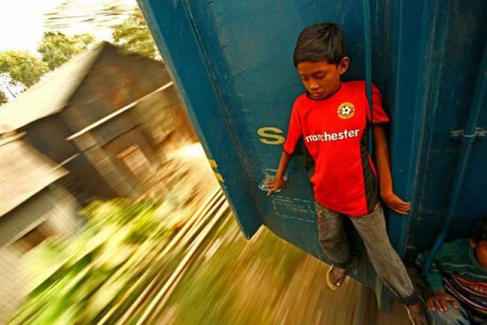 Bangladesh Train Hopping (20 pics)