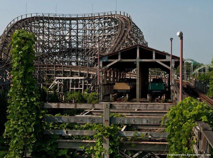 abandoned japanese theme park - photo #7