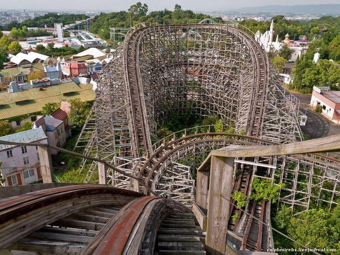 abandoned japanese theme park - photo #16