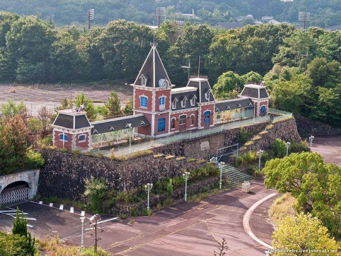 abandoned japanese theme park - photo #18