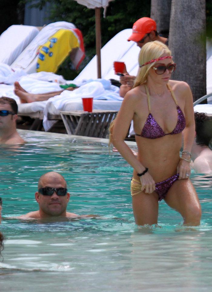 Sexy Celebs in Bikini (30 pics)