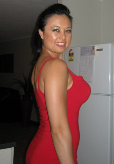 Hot Girls in Red Dresses (30 pics)