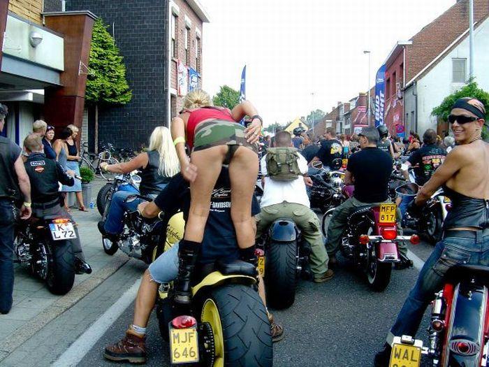 Girls of Sturgis Motorcycle Rally (45 pics)