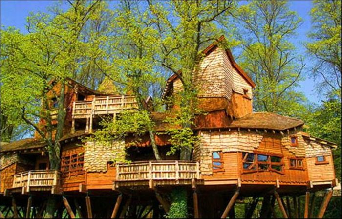 Unusual houses 120 pics for Big amazing houses
