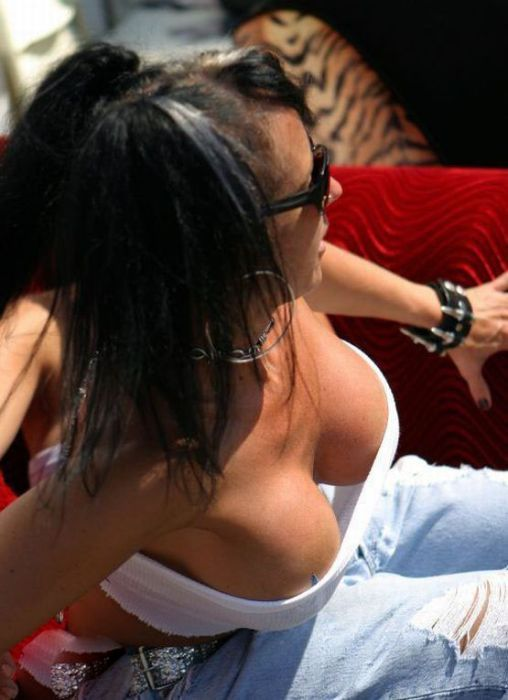 Sexy Girls Cleavage (31 pics)