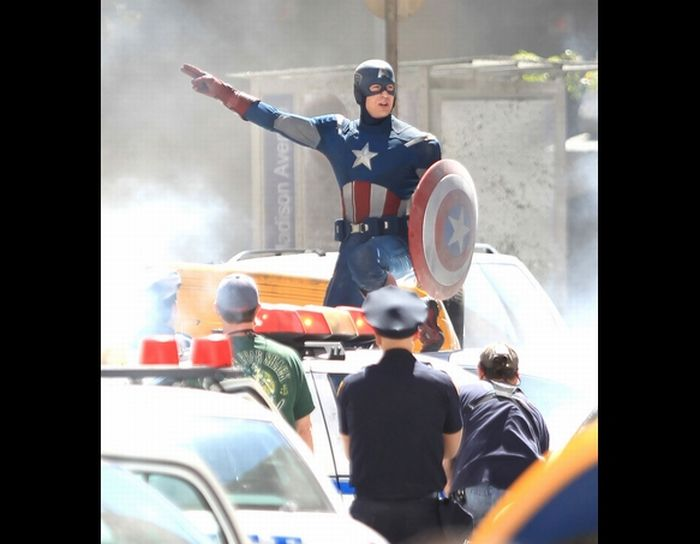 On the Set of The Avengers (16 pics + video)