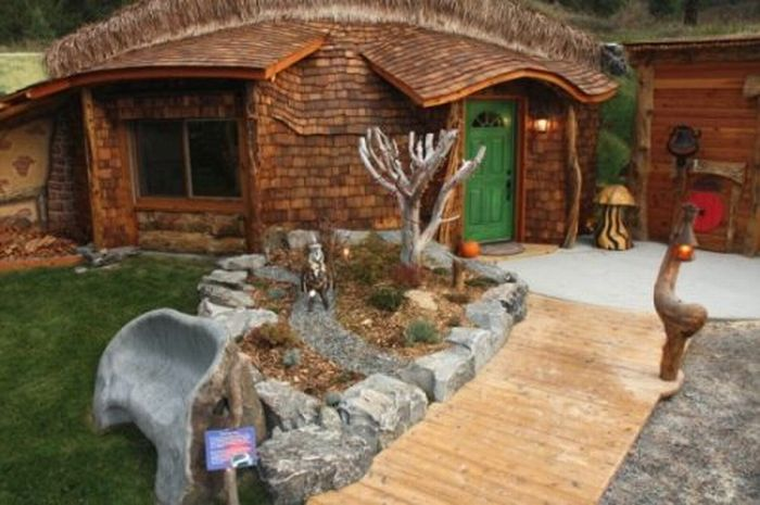 Hobbit House (8 pics)