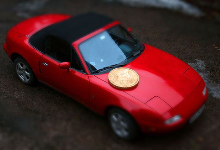Giant Euro Cent Coin To Make Fake Miniatures (6 pics)