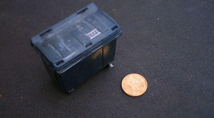 Giant Euro Cent Coin To Make Fake Miniatures (6 pics)