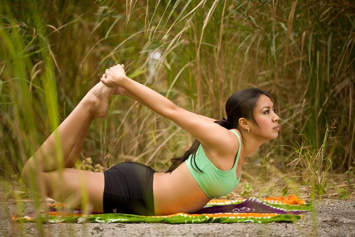 Chicas lindas haciendo yoga