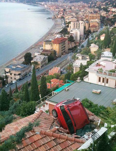 Embarrassing Car Crashes (24 pics)