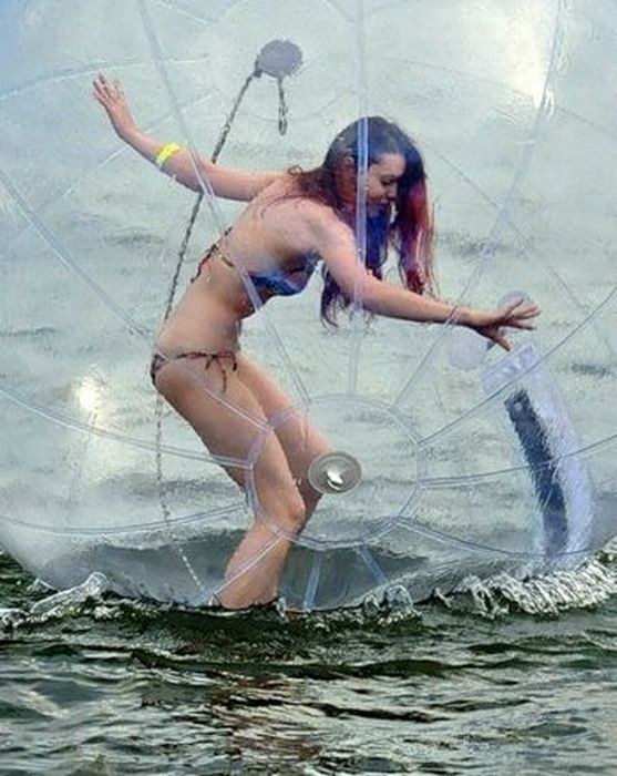 Awkward Water Zorbing (34 pics + video)