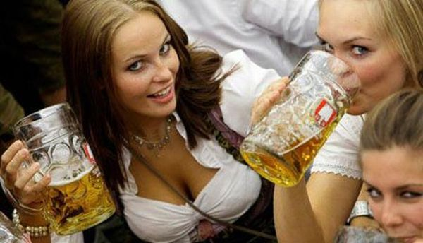 Sexy Girls and Cold Beer (35 pics)