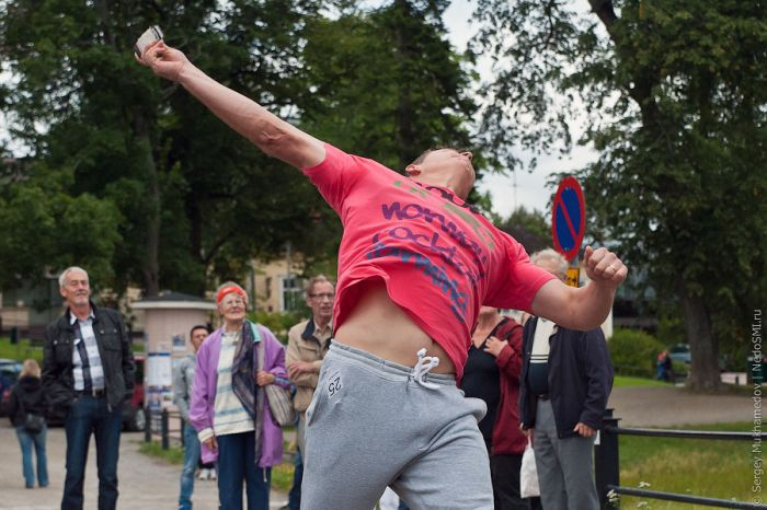 Cell Phone Throwing Contest in Finland (46 pics)
