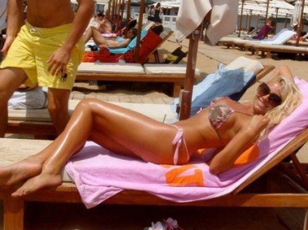 Sexy Girls in Tiny Bikinis (46 pics)